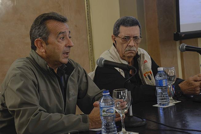 Intervención de Jesús García (I), presidente de Deftsof, en la conferencia de prensa sobre la próxima maratón Marabana-Maracuba, en el Hotel Nacional de Cuba, en La Habana, el 16 de noviembre de 2018.