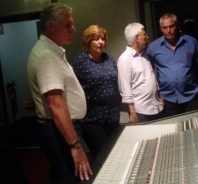 Mandatario cubano realiza vista de trabajo a los estudios Abdala