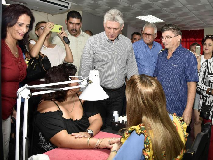 Presidente cubano revisó desarrollo del transporte y otros temas del país