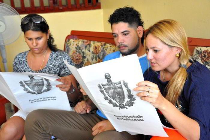 0917-Constitucion-Cuba-jovenes.jpg