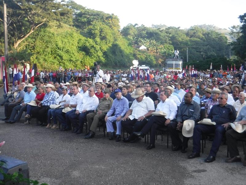 Presidió Raúl Castro acto por aniversario 60 del Congreso Campesino en Armas