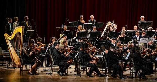 Concierto de la Orquesta Sinfónica Nacional, bajo la batuta del director de orquesta y compositor Joaquín Julio Betancourt Jackman, durante la Gala inaugural del Forum Internacional de Música Cubadisco Primera Línea 2018, en el Teatro Nacional de Cuba, el 23 de septiembre de 2018.  ACN FOTO/Marcelino VÁZQUEZ HERNÁNDEZ