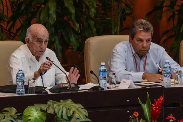 Asiste Machado Ventura a plenario del IX Congreso de los CDR