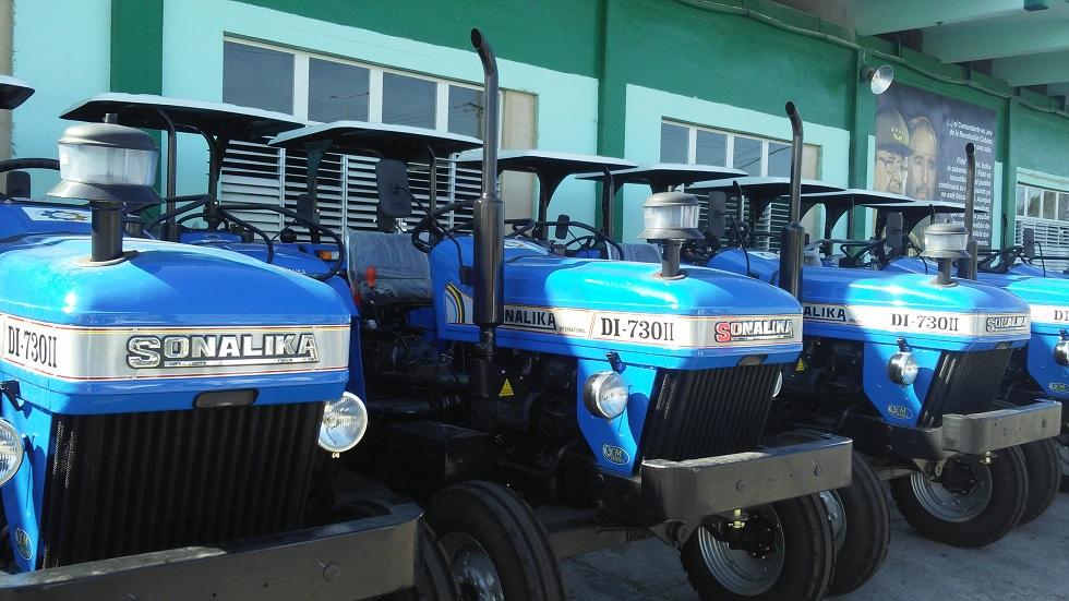 Donación de tractores de la india para Cuba / Fotos ACN