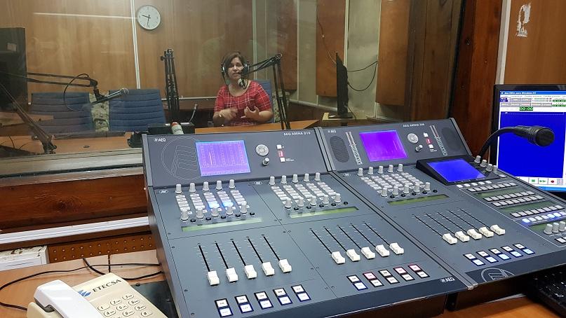 Angélica Paredes es una de las más versátiles reporteras de Redio Rebelde, la emisora insigne de Cuba que este 24 de febrero está cumpliendo 60 años de vida. Mereció además este 2018 el premio de periodismo Juan Gualberto Gómez en reconocimiento a su obra periodística el pasado 2017.