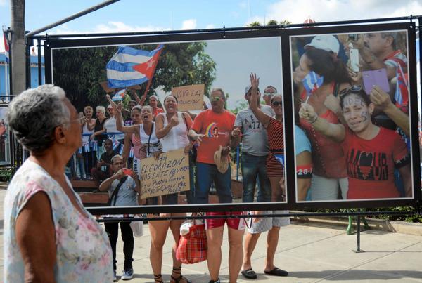 Muestra fotográfica Yo soy Fidel, que recoge momentos significativos del homenaje del pueblo al líder de la Revolución cubana en la memorable Caravana de la Libertad que trasladó sus cenizas hasta el cementerio Santa Efigenia, expuesta en Sancti Spíritus, el 24 de Febrero de 2018. ACN FOTO/Oscar ALFONSO SOSA