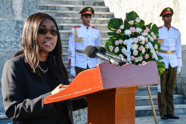 Primer vicepresidente cubano dialoga con primera ministra namibia