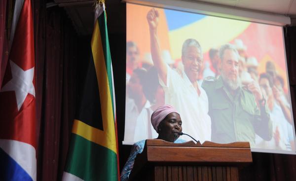Nkosazana Dlamini-Zuma, ministra de la Presidencia de la República de Sudáfrica, interviene en el acto conmemorativo por el centenario del natalicio de Nelson Mandela, líder histórico del pueblo sudafricano, efectuado en la facultad preparatoria de Cojímar, en La Habana, el 4 de julio de 2018. ACN FOTO/Omara GARCÍA MEDEROS