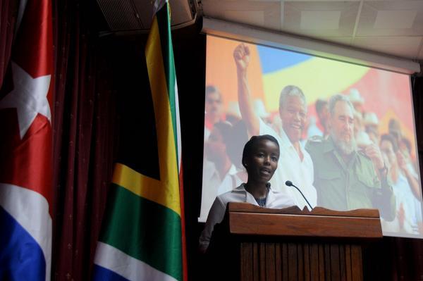 Yola Yandisa Rorwana, interviene en representación de los estudiantes sudafricanos, graduados como profesionales de la salud en Cuba, en el acto conmemorativo por el centenario del natalicio de Nelson Mandela, líder histórico del pueblo sudafricano, efectuado en la facultad preparatoria de Cojímar, en La Habana, el 4 de julio de 2018. ACN FOTO/Omara GARCÍA MEDEROS