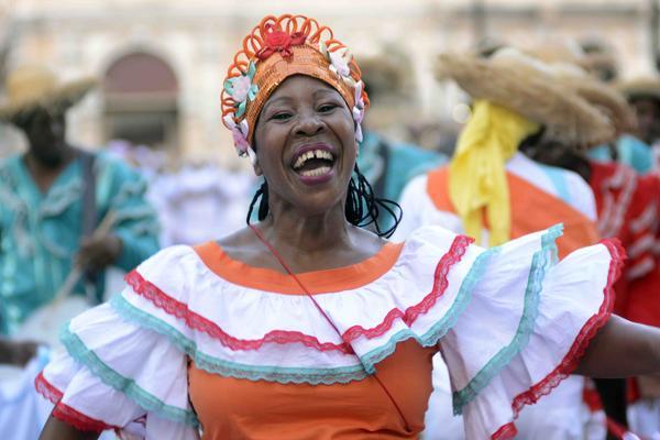 Con el desfile final de la serpiente y la quema del diablo, concluye la edición 38 del Festival del Caribe, que este año estuvo dedicado a Puerto Rico. Santiago de Cuba, 9 de julio de 2018. ACN FOTO/Miguel RUBIERA JUSTIZ
