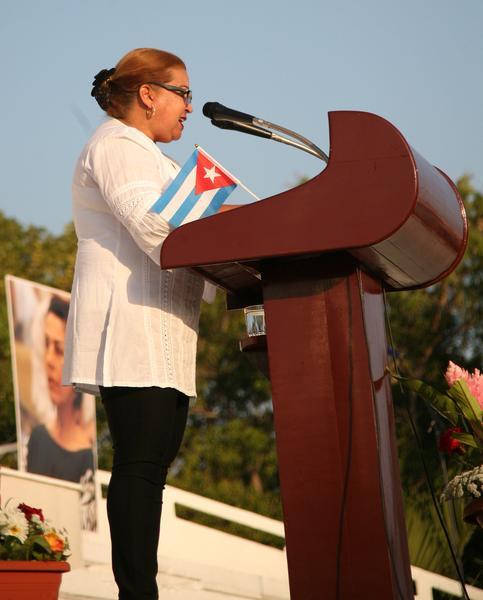 Teresa Amarelle Boué, miembro del Buró Político del Partido Comunista de Cuba (PCC) y secretaria general de la Federación de Mujeres Cubanas (FMC), convocó al X Congreso de la organización, durante la conmemoración nacional por el Día Internacional de la Mujer, que tuvo por sede la plaza Mayor General Serafín Sánchez Valdivia, en Sancti Spíritus, el 8 de marzo de 2018. ACN FOTO/Oscar ALFONSO SOSA