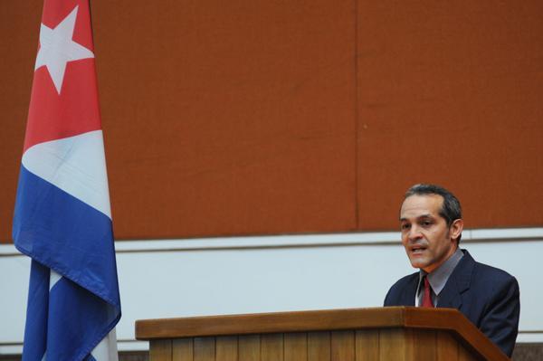 Armando Rodríguez Batista, Presidente del Comité Científico de la Convención Internacional de Ciencia, Tecnología e Innovación, presenta el Programa Científico, durante la inauguración del evento, con sede en el Palacio de Convenciones, en La Habana, Cuba, el 5 de marzo de 2018. ACN FOTO/ Omara GARCÍA MEDEROS/