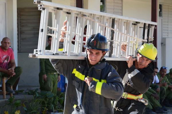 0513-bomberos.JPG