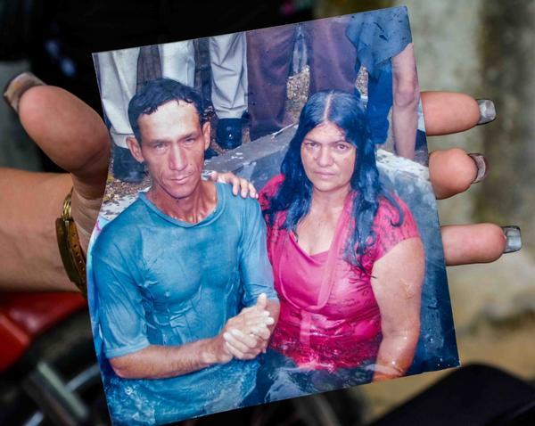 Imagen de Luis Manuel Rojas Pérez y Maricela Sánchez Peña de cuando se bautizaron, utilizada en la ceremonia fúnebre realizada en el poblado la Yaya, en el municipio Jesús Menéndez, víctimas del accidente aéreo ocurrido en La Habana, Cuba. Las Tunas, el 21 de mayo de 2018. ACN FOTO/Yaciel PEÑA DE LA PEÑA