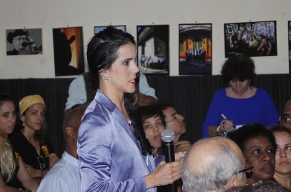 La bailarina y coreógrafa Irene Rodríguez (C), durante un encuentro con Miguel Díaz-Canel Bermúdez, Presidente de los Consejos de Estado y de Ministros, Abel Prieto Jiménez, Ministro de Cultura, y otros funcionarios, con motivo del regreso de los artistas cubanos, que representaron a la isla en el Kennedy Center de Washington DC., en el Centro Cultural la Plaza de 31 y 2, en La Habana, el 23 de mayo de 2018. ACN FOTO/Ariel LEY ROYERO