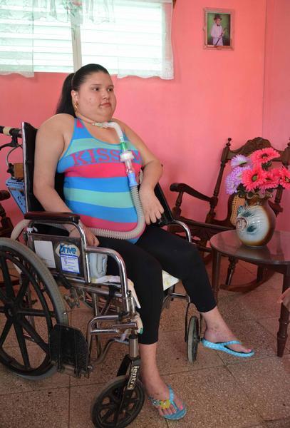 Lenaidys Puente Montero, joven camagüeyana con una severa discapacidad respiratoria que disfruta de una vivienda otorgada por el gobierno cubano. Camagüey, Cuba, 28 de mayo de 2018. ACN FOTO/Rodolfo BLANCO CUÉ
