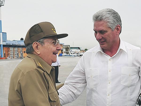 Raul Castro receives Diaz-Canel after international tour