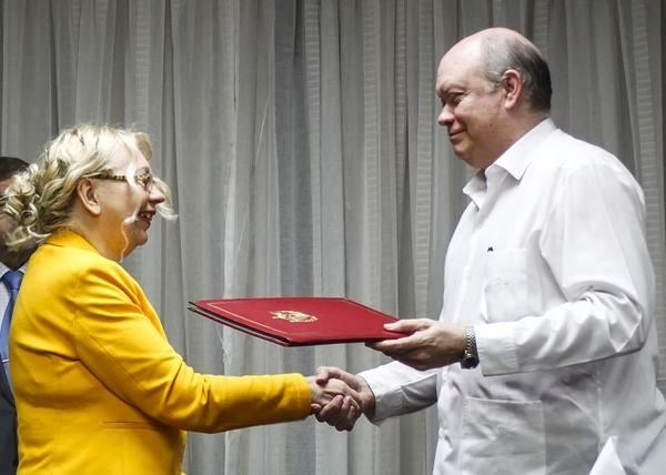 Se reúne vicepresidente cubano Cabrisas con ministra euroasiática