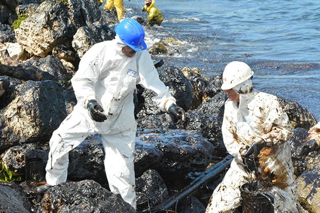 Controlado derrame de petróleo en muelles de la bahía de Matanzas