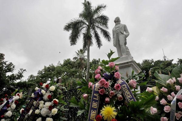 Envía Raúl Castro ofrenda floral para homenajear a Céspedes