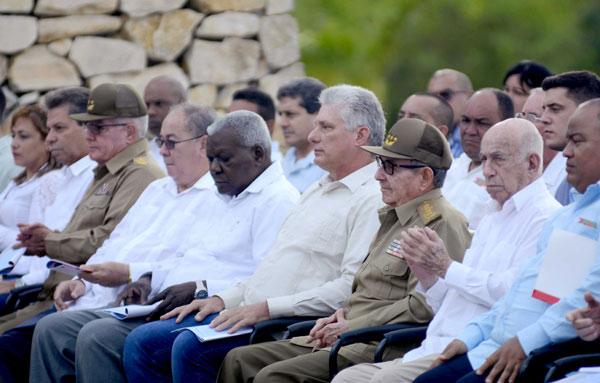 Presiden Raúl Castro y Díaz-Canel conmemoración por aniversario 150 del inicio de las Luchas Independentistas