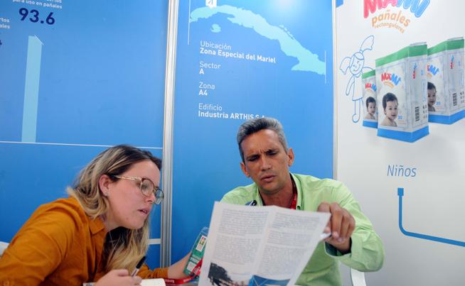 Armando Quintero González (D), Director General de la firma mixta cubano-italiana Industria Arthis S.A, ofrece declaraciones a la Agencia Cubana de Noticias, con motivo de su participación en la XXVI Feria Internacional de La Habana FIHAV 2018, en el recinto Ferial Expocuba, el 29 de octubre de 2018.