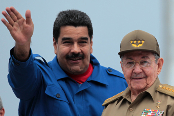 Raúl Castro sees off Maduro at Havana´s Airport