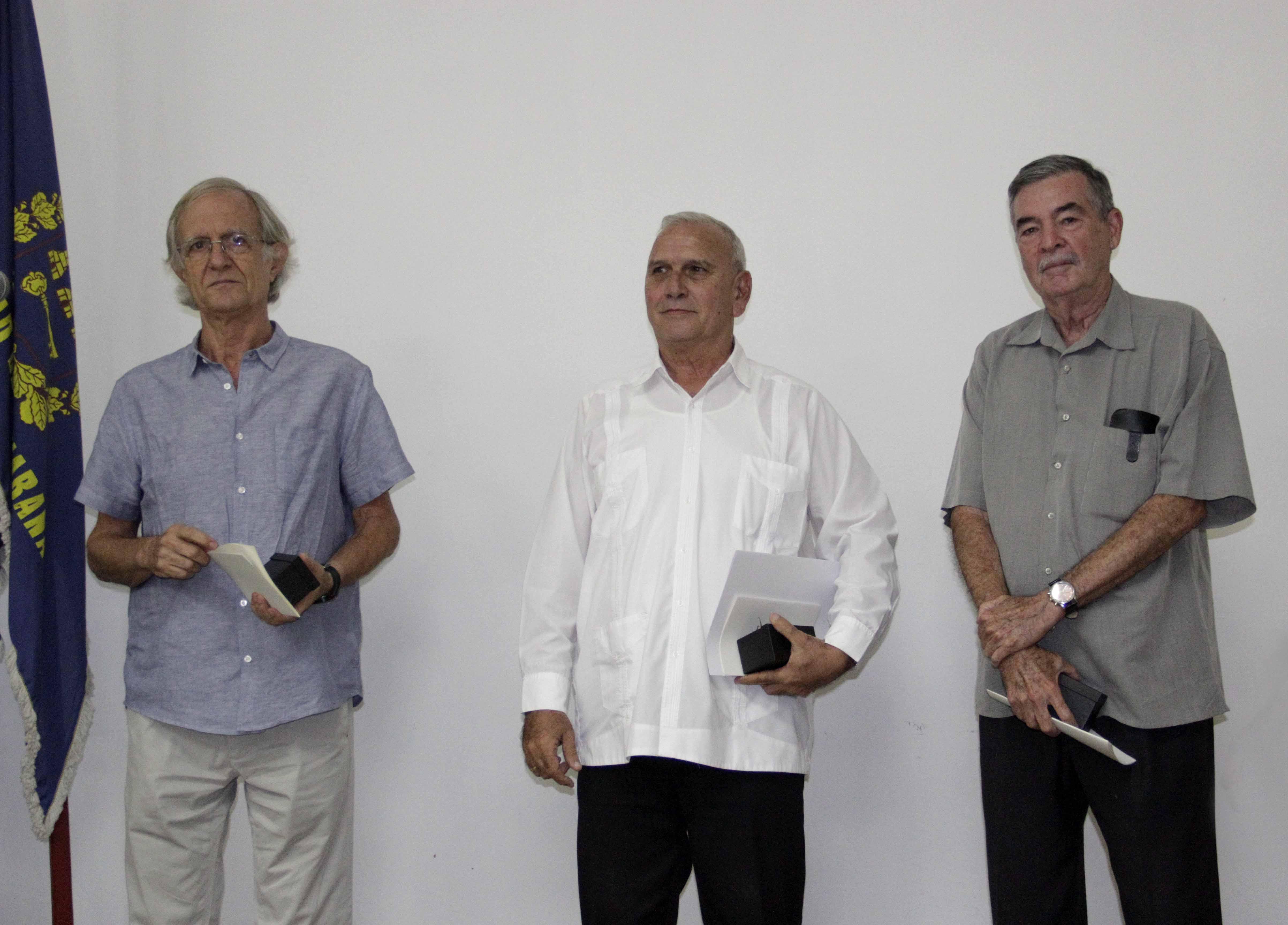 Otorgan a profesionales cubanos el Premio Nacional Hábitat