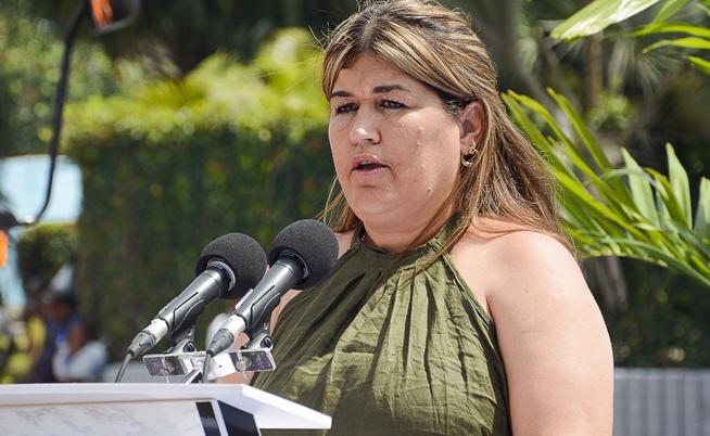 Intervención de Odalys Acosta Monterino, directora de la Unidad de recogida y disposición general de la basura en la Capital, en la ceremonia de entrega de nuevos camiones colectores de basura donados por Japón, en la Unidad de Servicios Comunales de La Habana, Cuba, el 1 de abril de 2019.