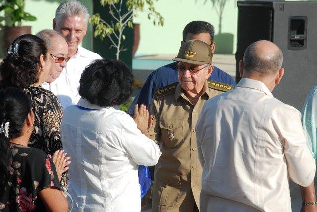 Raúl y Díaz-Canel asisten a inauguración de escuela especial en Santiago de Cuba (+Tuit y fotos)