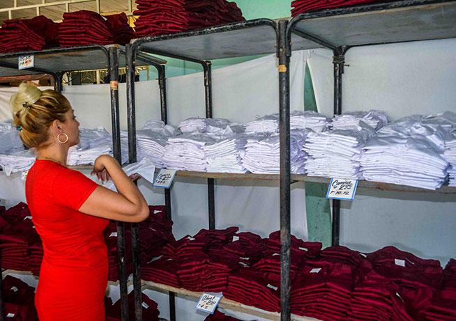 Comenzará venta de uniformes para próximo curso escolar en Camagüey