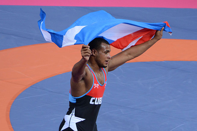 Cubano Gabriel Rosillo con medalla oro en Campeonato Mundial juvenil de Lucha