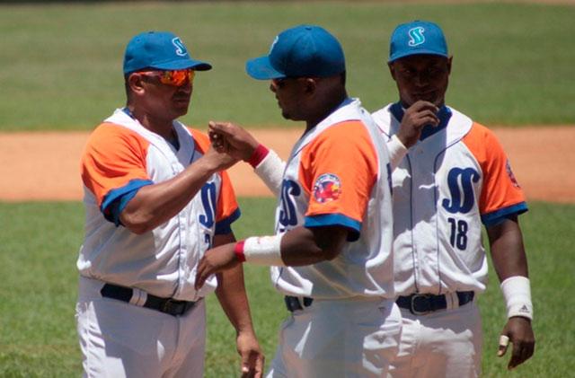 Sancti Spíritus por seguir en la cima en Serie de béisbol