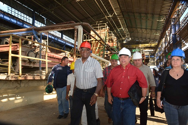 Cuban First VP checks agriculture in Cienfuegos
