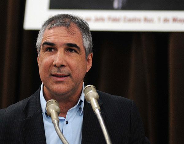 El Dr. Eduardo Martínez Díaz, presidente de la Organización Superior de Dirección Empresarial (OSDE) BioCubaFarma, interviene durante el acto por el Día de la Ciencia cubana, realizado en el Centro de Ingeniería Genética y Biotecnología (CIGB), en La Habana, Cuba, el 15 de enero de 2018.