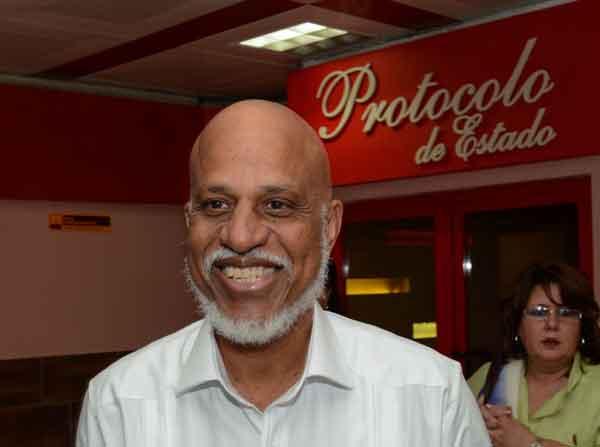 Dean Oliver Barrow, Primer Ministro de Belice, ofrece declaraciones a la prensa, a su arribo al Aeropuerto Internacional José Martí, en La Habana, el 15 de enero de 2019. ACN FOTO/Marcelino VÁZQUEZ HERNÁNDEZ