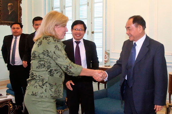 Deputy Minister of Foreign Affairs meets Cambodian leader