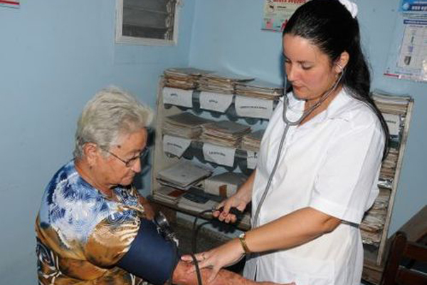 Cuban President highlights achievements of the Family Doctor and Nurse Program