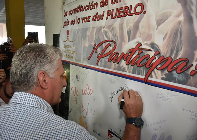 Sostiene Presidente cubano encuentro con trabajadores y estudiantes de Universidad de Cienfuegos