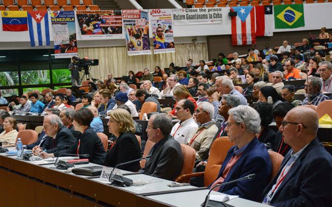 Asistentes a la conferencia magistral de Eusebio Leal Spengler (C), Historiador de La Habana, en la sesión de clausura de la IV Conferencia Internacional por el Equilibrio del Mundo, en el Palacio de las Convenciones, en La Habana, Cuba, el 31 de enero de 2019.