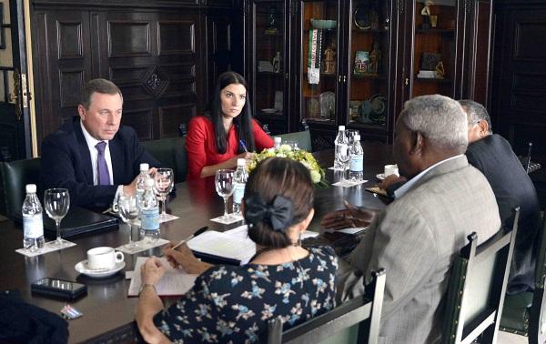 Esteban Lazo recibe al embajador ruso en Cuba