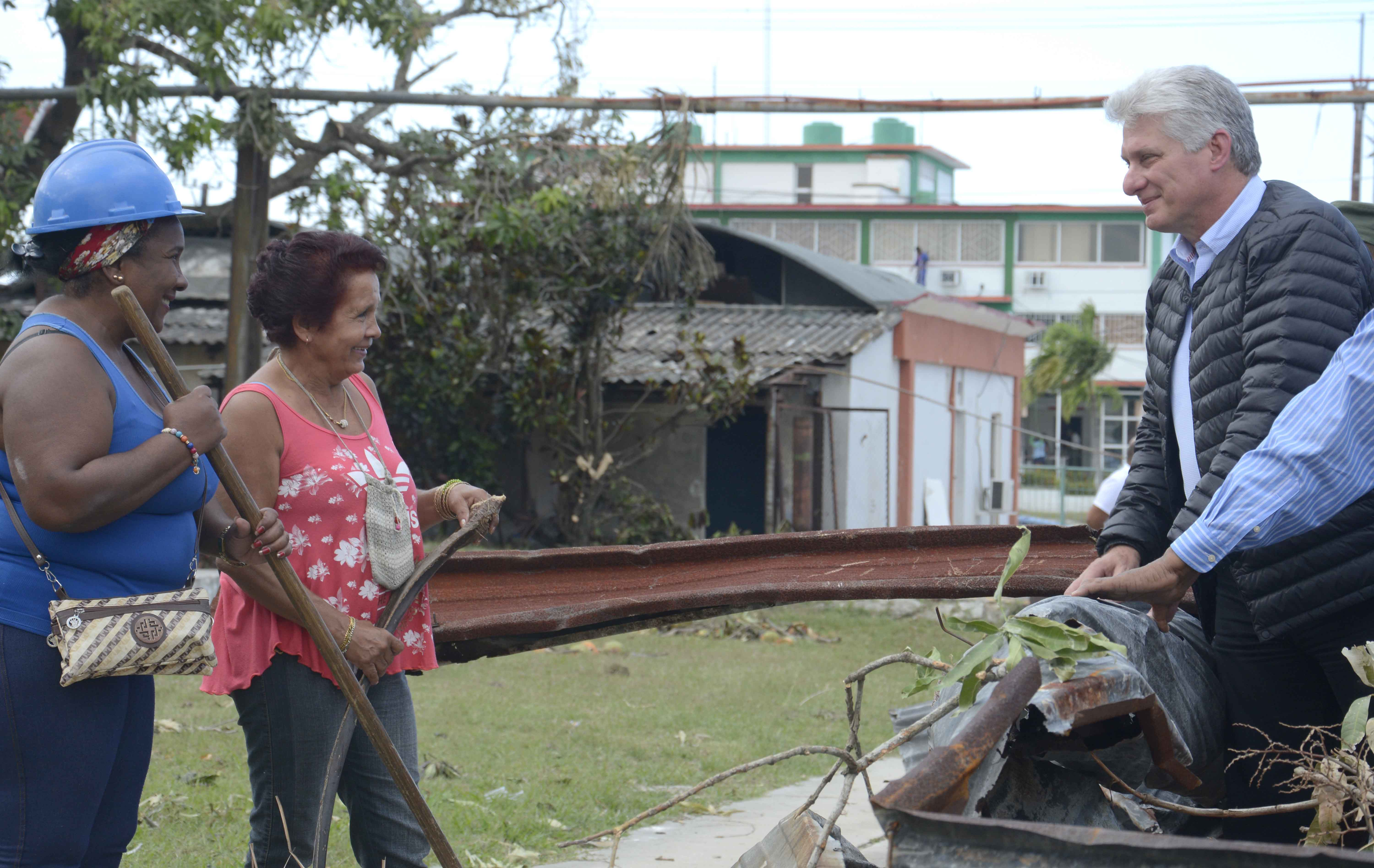 Diaz-Canel recognizes the atmosphere of industriousness in the recovery of Havana