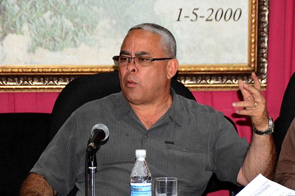 Luis Antonio Torres Iríbar, presidente del Consejo de Defensa Provincial (CDP) de La Habana, el 9 de febrero de 2019, durante la reunión de análisis del proceso de recuperación de  zonas afectadas por el paso del tornado.  ACN  FOTO/Modesto GUTIÉRREZ CABO