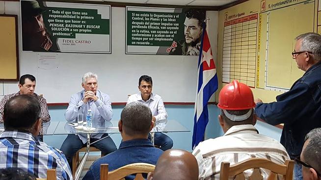 En el central azucarero Antonio Guiteras, en el tunero municipio de Puerto Padre, el presidente Díaz-Canel llama a la reanimación de los bateyes y sus servicios públicos, creando con belleza para el bienestar de su gente.