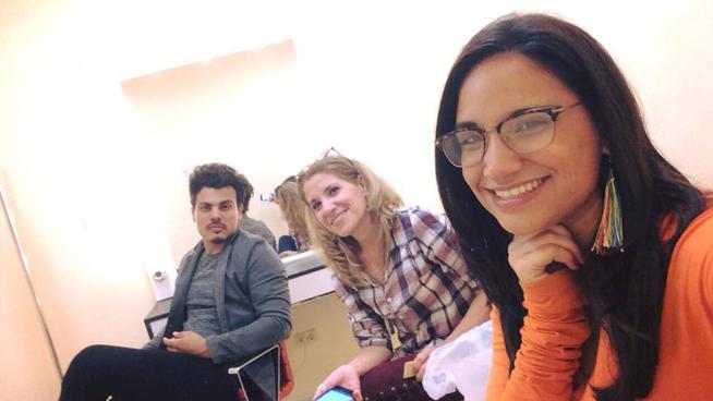 De izquierda a derecha Yadniel Padrón (Director de audiovisuales),  Haymee Santana (Productora y madre de la cantante) y Annie Garcés
