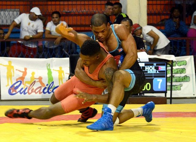 Dominan en Camagüey estelares del estilo libre en torneo cubano de Lucha