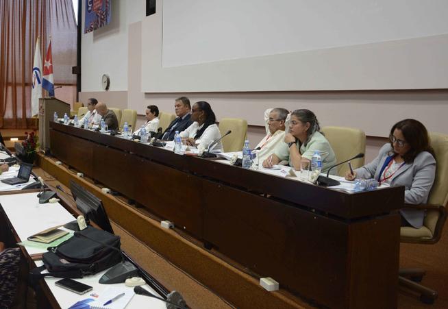 Cuban economist discuss local development