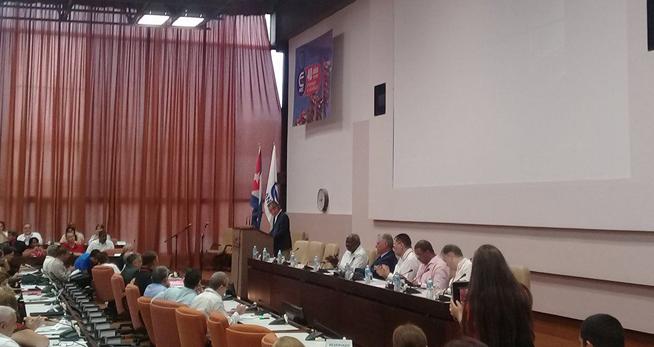 Miguel Díaz-Canel, Presidente de los Consejos de Estado y de Ministros, asiste a la jornada final del VIII Congreso de la Asociación Nacional de Economistas y Contadores de Cuba (ANEC).