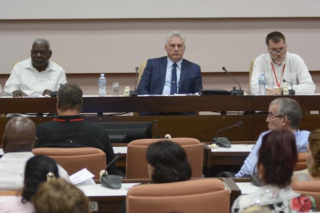 Díaz-Canel assiste à la journée finale du 8e Congrès des économistes cubains