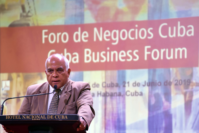 Orlando Hernández Guillén, Presidente de la Cámara de Comercio de la República de Cuba, interviene en la inauguración del Foro de Negocios sobre inversión extranjera, con sede en el Hotel Nacional, en La Habana, el 21 de junio de 2019.